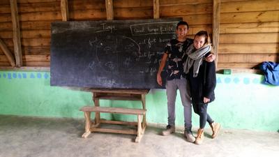 Frivillig sammen med sproglærer på skole i Madagaskar