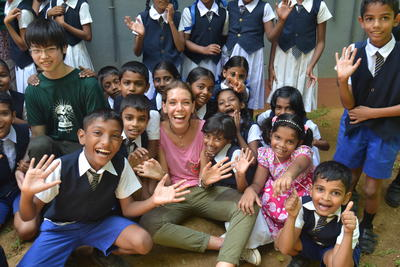 Frivillig med børnene på hendes projekt i Sri Lanka