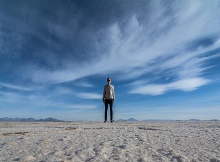 Frivillig-selfie på Salar de Uyuni-sletten i Bolivia