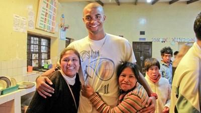 Frivillig sammen med to bolivianske kvinder