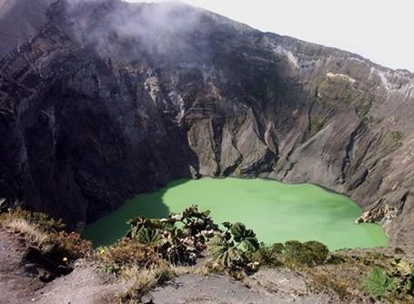 Toppen af en vulkan i Costa Rica