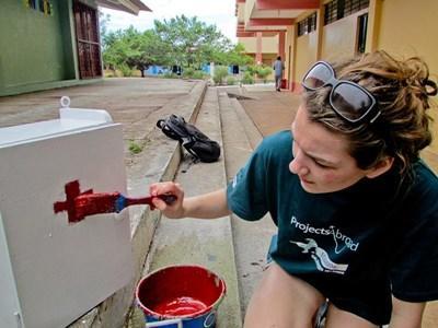 Frivillig maler på en 'dirty day' i Ecuador