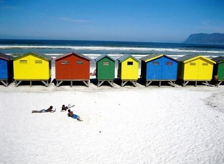 Lokale børn på de smukke strande ved Cape Town