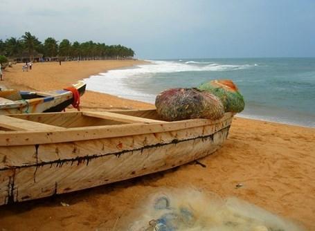 Båd på strand i Togo