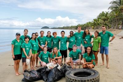 Beach clean-up på Fiji