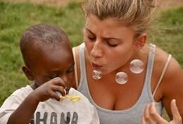 Frivilligt arbejde i Humanitært arbejde & <br /> Lokalsamfund