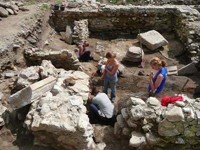 Frivillige på arkæologiprojektet I Rumænien