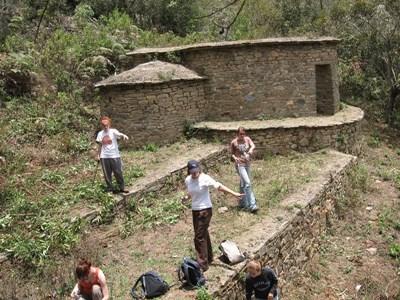 Frivillige på arkæologi-projektet i Peru