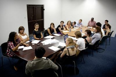 Frivillige og ansatte holder møde i Cape Town