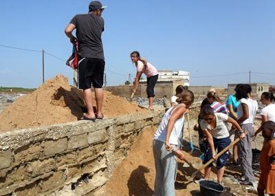 Frivillige renoverer skoler og hjem