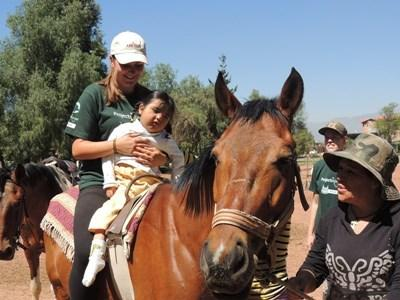 Frivillige på hesteterapi-projektet i Argentina