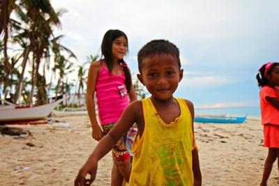 Lokale børn på stranden
