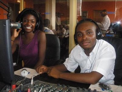 Arbejd blandt andet på en radiostation med ghanesiske journalister