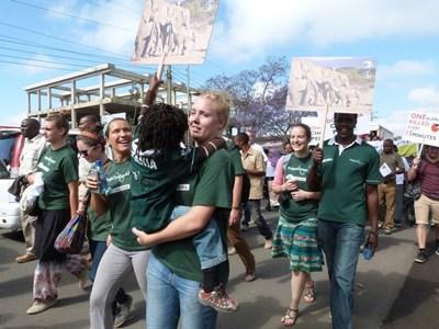 Frivillige under fredelig demonstration