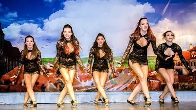 Frivillige underviser og arrangerer danseopvisning for rumænske unge