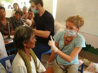 Frivillige på medicinsk outreach i lokalsamfundet