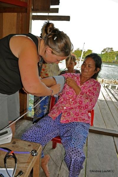 Frivillig på medicinsk outreach i lokalsamfundet