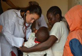 I Tanzania kan du som frivillig på et medicinsk projekt arbejde på et hospital eller på sundhedsklinik. Du arbejder sammen med en lokal læge, som du kan lære meget om faget af.