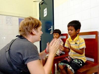 Frivillig på medicinsk projekt med børn i Cambodja