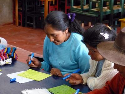 Peruvianske kvinder bliver undervist i ernæring