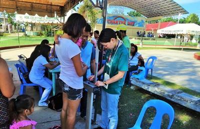 Lokale modtager gratis lægetjek i Filippinerne