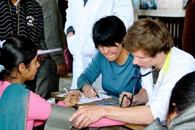 Frivillige på projekt inden for sygepleje i Nepal