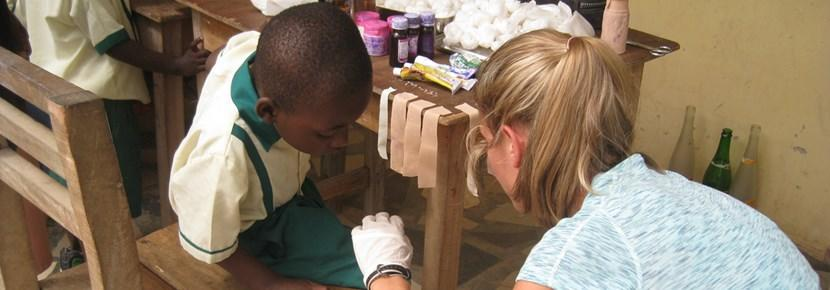 Frivillig deltager i medicinsk outreach-program