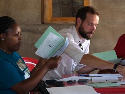 Frivillig på projektet inden for mikrofinans i Tanzania