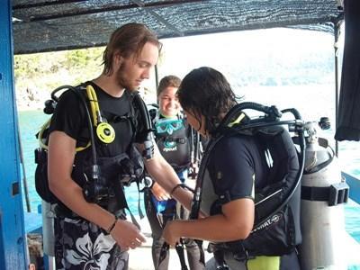Frivillig på projektet inden for marinebiologi og dykning i Cambodja