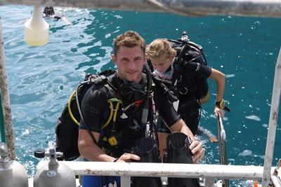 Frivillige fra Projects Abroad deltager i dyk i forbindelse med deres marineprojekt i Thailand