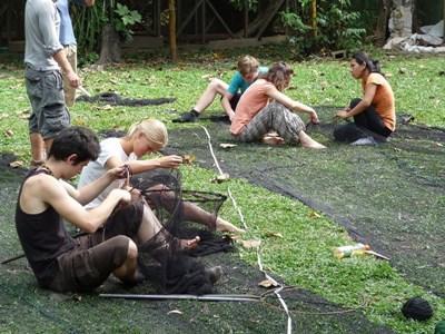 Frivillige på naturbevaringsprojekt i Perus regnskov