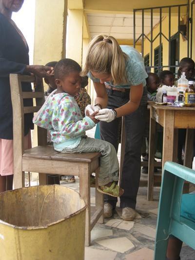 Outreach på folkesundhedsprojekt i Ghana