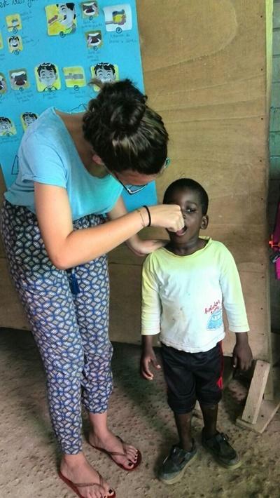 På odontologiprojektet lærer vi også børn at børste tænder