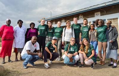 Frivillige på outreach i Kenya