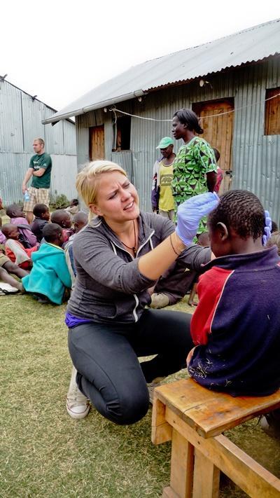 Sygeplejestuderende i praktik i Ghana