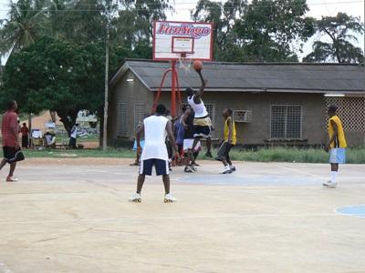 Træning med ghanesiske basketballspillere