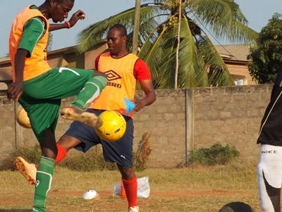 Togolesiske fodboldspillere til træning