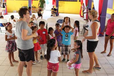 Elever lærer at danse til idræt i Belize