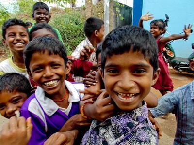 Glade indiske skoleelever