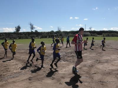 Fodboldtræning i Kenya
