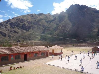 Sportsprojekt på skole i Perus bjerge
