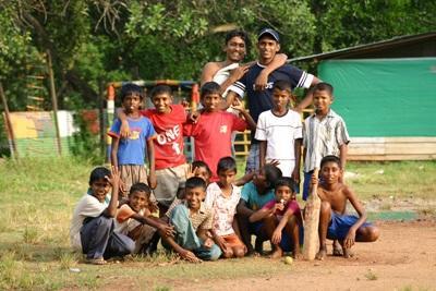 Srilankanske børn og deres trænere