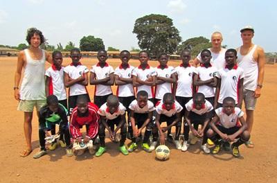 Frivillige med ghanesisk fodboldhold