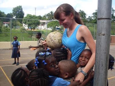 Frivillig på sportsprojekt er populær blandt de lokale børn