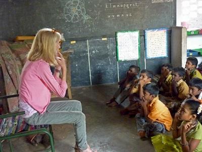 Frivillig underviser indiske børn