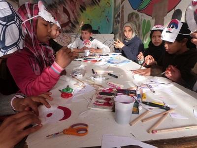 Kreativ undervisning med børn i Marokko