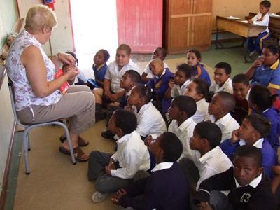 Frivillig underviser skoleklasse i Cape Town