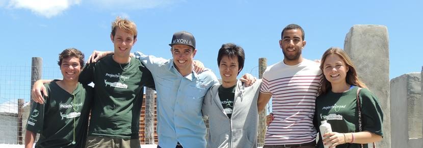 Gruppebillede af frivillige fra byggeprojekt
