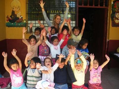 Ung frivillig fra Projects Abroad på humanitært projekt i Peru