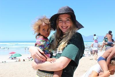 Frivillig på Muizenberg stranden i Cape Town